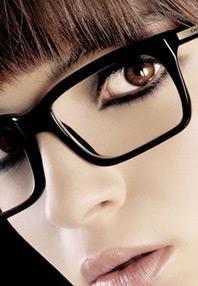 comment bien se maquiller quand on porte des lunettes de vue. Black Bedroom Furniture Sets. Home Design Ideas