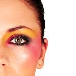 Quelles couleurs de maquillage choisir en fonction de ses yeux et cheveux - Couleur maquillage yeux bleus ...