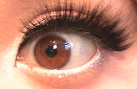 Après : yeux éclatants