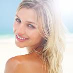 Cheveux décolorés les dégâts du soleil, du chlore et du sel